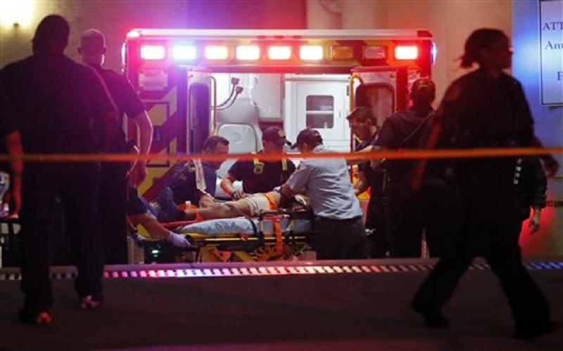 Πέντε αστυνομικοί σκοτώθηκαν και άλλοι έξι τραυματίστηκαν από πυρά ελεύθερων σκοπευτών στο Ντάλας την ώρα που ήταν σε εξέλιξη διαδήλωση οργής για θανάτους Αφροαμερικανών από αστυνομικές σφαίρες.
