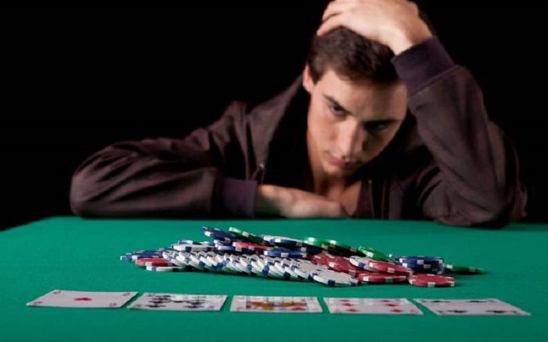Εθισμός στον τζόγο, τζόγος, εξάρτηση στον τζόγο, τράπουλα, ζάρια, μπαρμπούτη, στοίχημα, πόκερ, πόκα, online καζινο