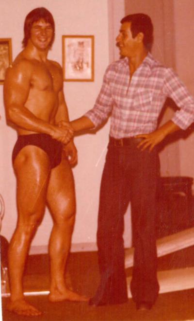 Ο Σπύρος Μπουρνάζος με τον φίλο του Πέτρο Κατσικαρέλη