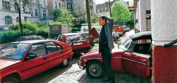 Μία καινοτόμα εφαρμογή για τα κινητά υπόσχεται να δώσει λύση στο εκνευριστικό μπλοκάρισμα κανονικά σταθμευμένων αυτοκινήτων