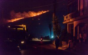 Σε ύφεση η φωτιά στα 2 χωριά της Κεφαλονιάς