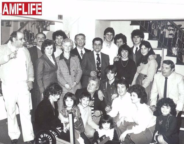 Οικογενειακή φωτογραφία στο εγκαίνια του γυμναστηρίου του Σπύρου