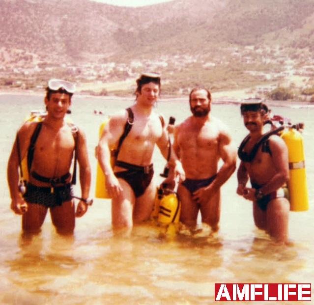 Δεξιά ο μεγάλος εκπαιδευτής των ΟΥΚ Κώστας Λαζανάς, ο Κωστογλάκης, ο Σπύρος και ο Πέτρος σε μάθημα κατάδυσης