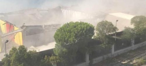 μεγάλο λευκό σύννεφο σκόνης κάλυψε την γύρω περιοχή