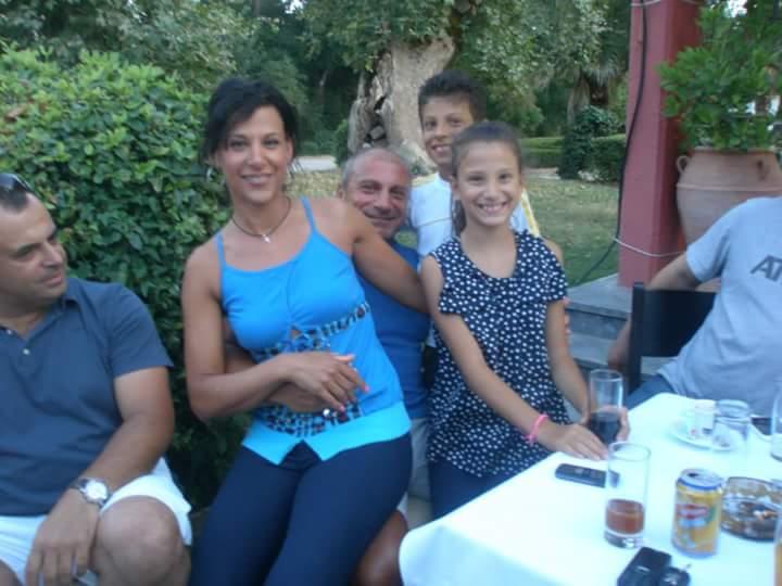 O Φώτης Πλευρίτης σε οικογενειακές στιγμές με την γυναίκα του και τα παιδιά του