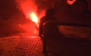Σοβαρός τραυματισμός γυναίκας με φωτοβολίδα στα Εξάρχεια (Σκληρό βίντεο)