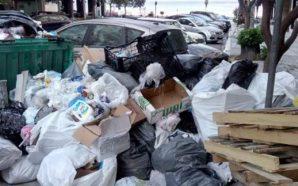 Επειτα από δύο μήνες, άρχισαν να μαζεύουν τα σκουπίδια στη…