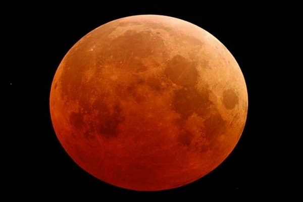 Μπλε Ματωμένο Φεγγάρι