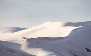 Χιόνι πάνω από τους λόφους στη Σαχάρα