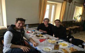 Ο Σάκης Ρουβάς και η Κάτια Ζυγούλη επισκέφθηκαν την Κομπωτή…